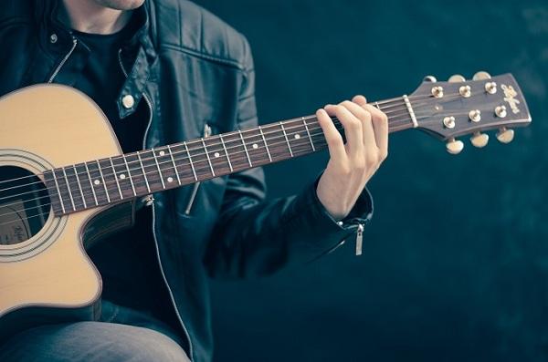 Apprendre à jouer de la guitare