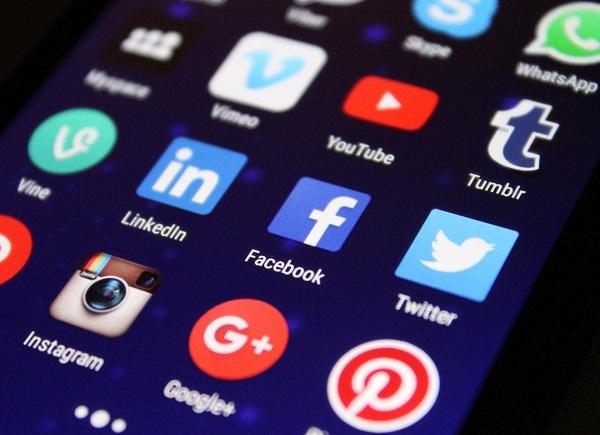 Misez sur une présence web et les réseaux sociaux