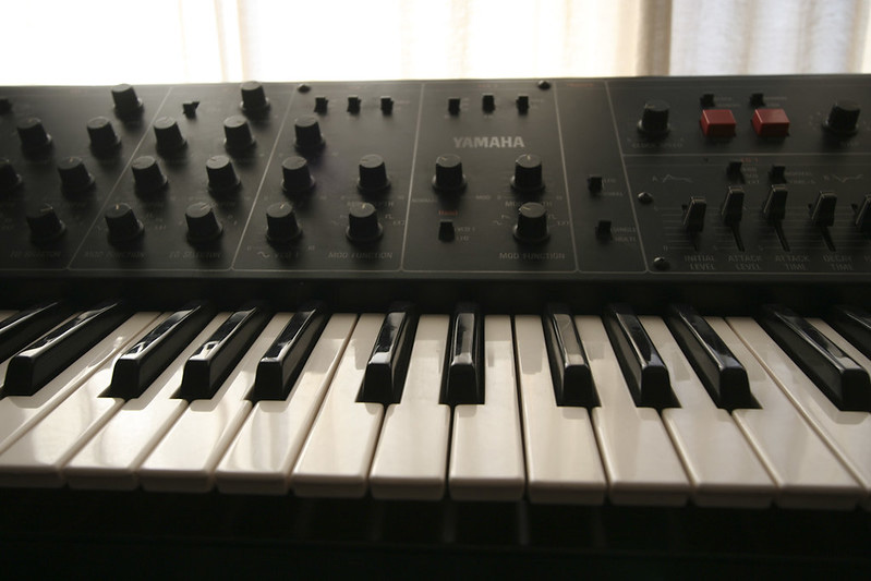 apparence similaire piano synthetiseur yamaha avis