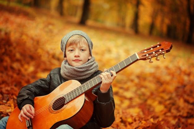 choisir guitare selon age gabarit enfant avis